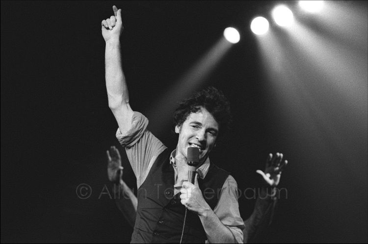 Bruce Springsteen Hand Up.jpg